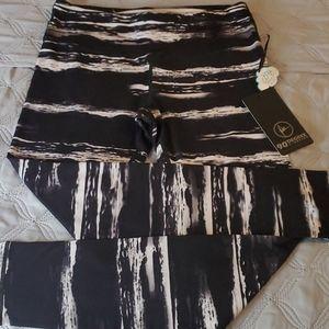 90 Degree by Reflex black and white cozy leggings